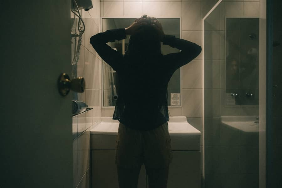 How do you share a bathroom with roommates - 1